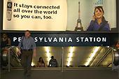 L'entrée de la Penn Station prend des airs parisiens avec cette publicité..