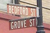 L'immeuble de Friends se trouve à l'angle de Bedford et Groove Streets.
